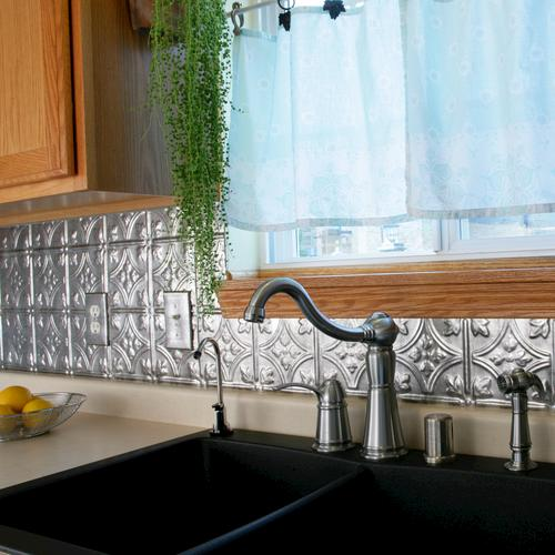 Fasade Traditional 1 18 X 24 Vinyl Tile Backsplash In Crosshatch Silver At Menards