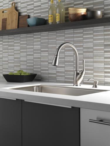 Delta 174 Izak 174 One Handle Pull Down Kitchen Faucet At Menards 174